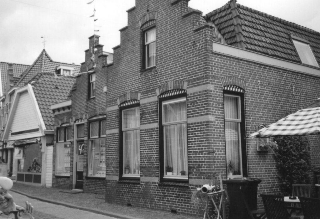 Burgemeesterswoning in de Hoofdstraat te Hippolytushoef.